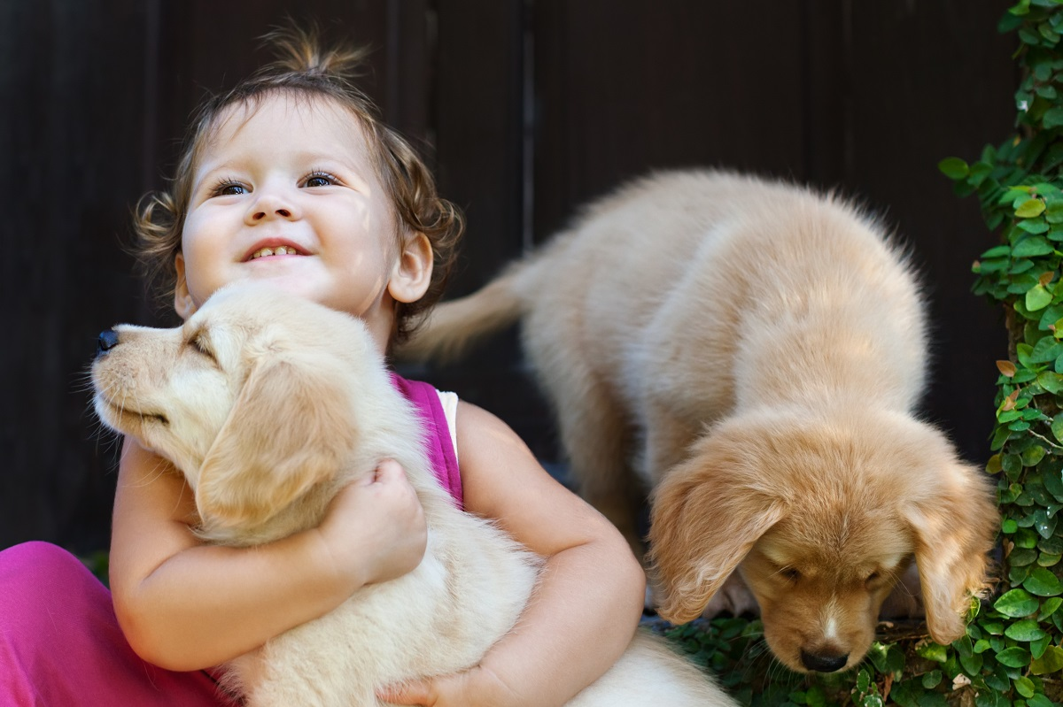 kid with her pets